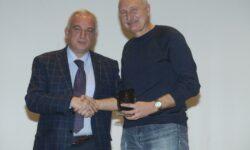 Η ΕΚΑΣΘ τιμά τον ΜΑΡΓΑΡΙΤΗ ΔΑΛΕΣΗ για την προσφορά του στην ελληνική καλαθοσφαίριση. (video)